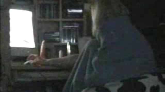 Porno nessuna registrazione  Ragazzo a casa di un amico e ha visto la sua sola mamma lì, ha subito iniziato Harry, facendo un pompino perfetto video reclamo delizioso e poi spilts fuori.