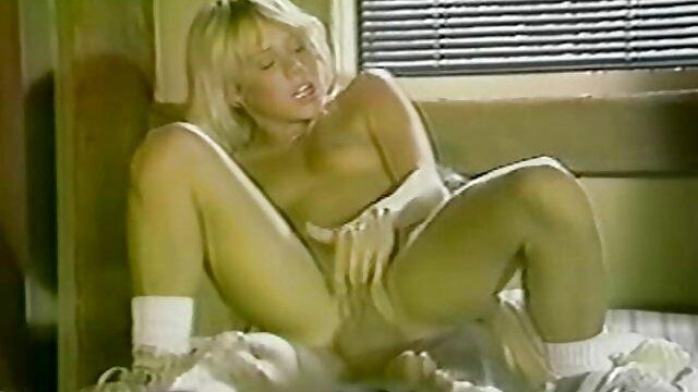 Porno nessuna registrazione  Bella bionda Jolie pompini romantici succhia il cazzo