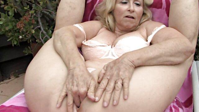 Porno nessuna registrazione  Un molto pompini video free giovane magro bruna succhia un lecca-lecca e sorella in anale