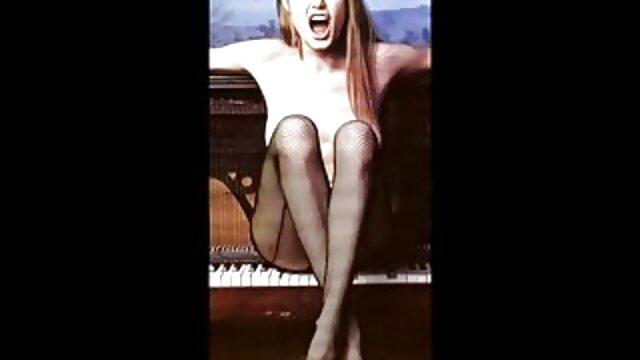 Porno nessuna registrazione  Freaky trans trans in calze a rete Si masturba il suo grosso cazzo e scopa se stessa con un film porno gratis pompini dildo di spessore