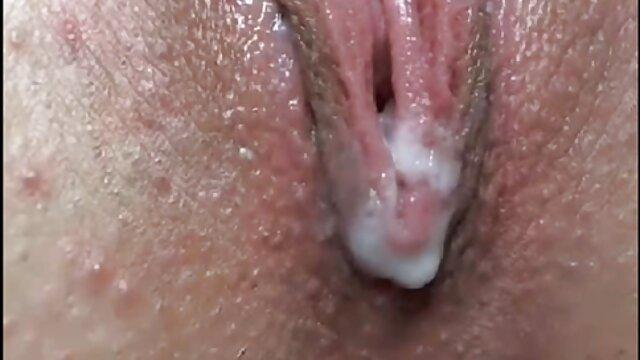 Porno nessuna registrazione  Bella bruna pompino gola profonda con grandi tette elastiche sesso con uno sconosciuto