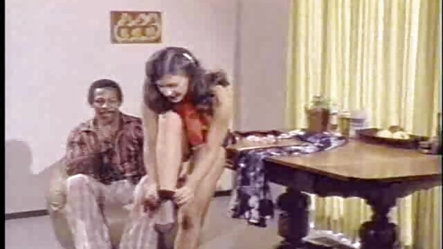 Porno nessuna registrazione  Due pulcini sexy seducono un uomo con un grosso pompini amatoriali video cazzo