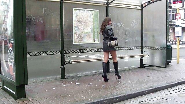 Porno nessuna registrazione  Una giovane ragazza implora il suo amante video porno gratis pompini con ingoio di inserire il suo cazzo nella sua L.
