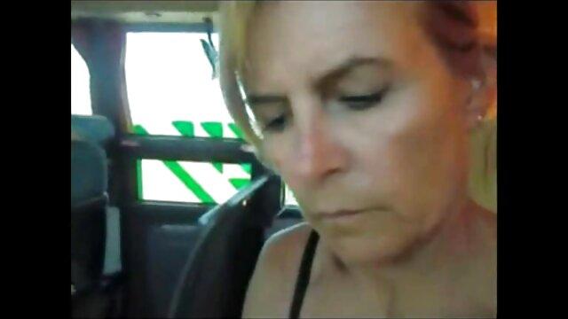 Porno nessuna registrazione  Una sorella male, una procace amante Kagney Linn Karter in un negozio di caffè a causa del pompini capelli corti debito