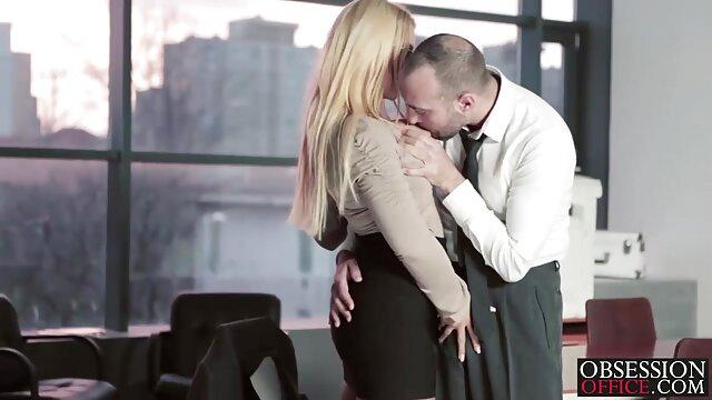 Adulto nessuna registrazione  Una cagna mature pompinare video matura accarezzando il suo amante