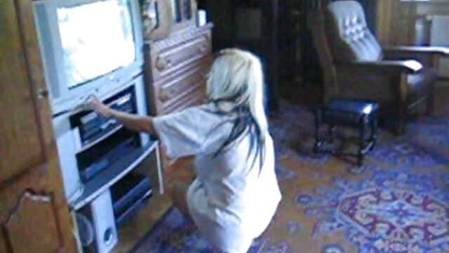 Porno nessuna registrazione  Una giovane bionda con un video pompini di gruppo collo tenace in un anale stretto
