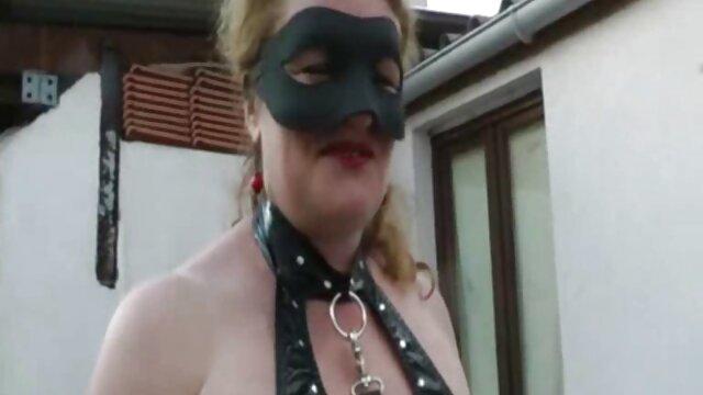 Porno nessuna registrazione  Natasha appassionato succhiare dildo grasso sotto lo sguardo sensibilità video xxx pompini del marito che sta filmando il suo