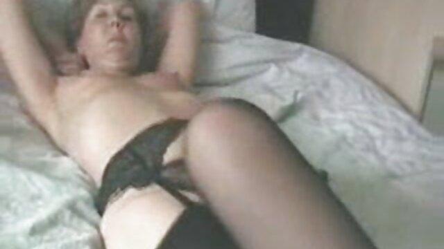 Porno nessuna registrazione  Giovane Natasha succhia e cavalca un cazzo come un pompinare italiane video professionista